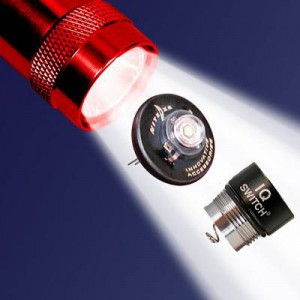 NITE IZE - Innovative Accessories - NI-NIQ2-07-1WC - Kombo-Packet: 1 Watt LED Upgrade und Smarter Schalter für Mini MagLite® AA